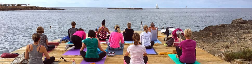morgendliches Yoga am Meer